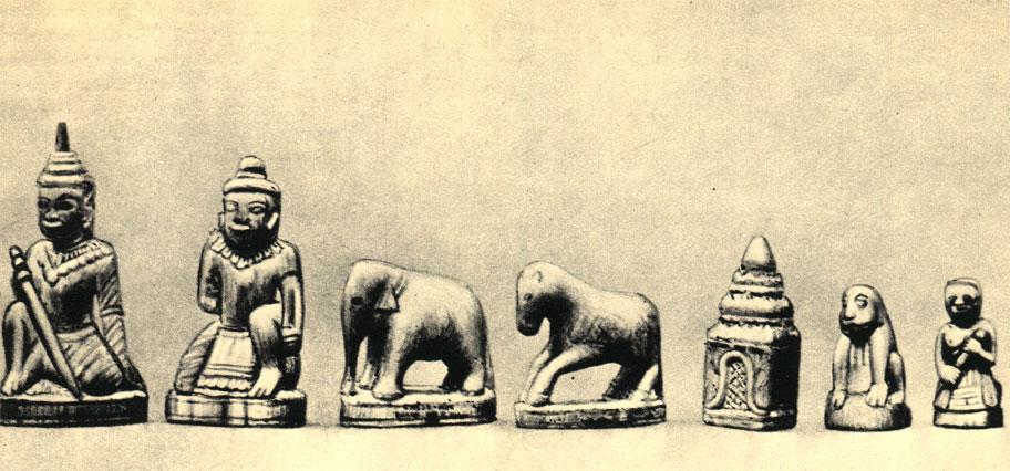Шахматы из Бирмы, фигуры которых сделаны по образцу классических скульптур этой страны