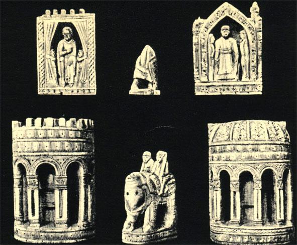 Несколько шахматных фигур из так называемого 'комплекта Карла Великого', которые на самом деле относятся к более позднему периоду. Вверху - король, пешка и королева, внизу: в центре - слон, по бокам - фигуры короля и королевы, вид сзади