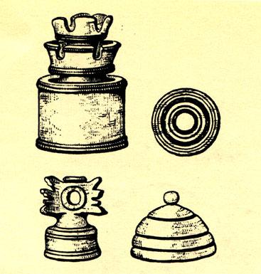 Две шахматные фигуры (слева) и две шашки Киевской Руси (XI-XII в.)
