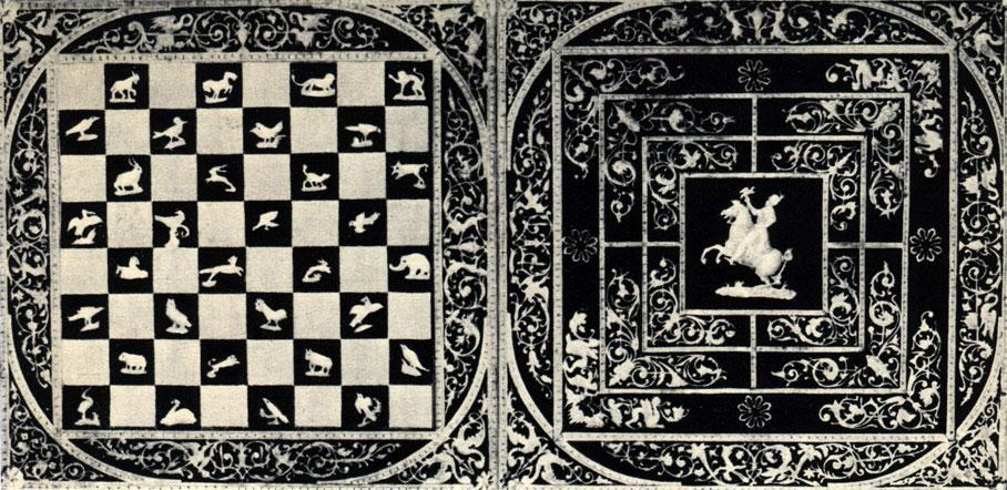 Двусторонняя, богато инкрустированная перламутром доска для игры в шахматы и 'мельницу'. До 1939 года находилась в частной коллекции в Варшаве, утеряна во время войны
