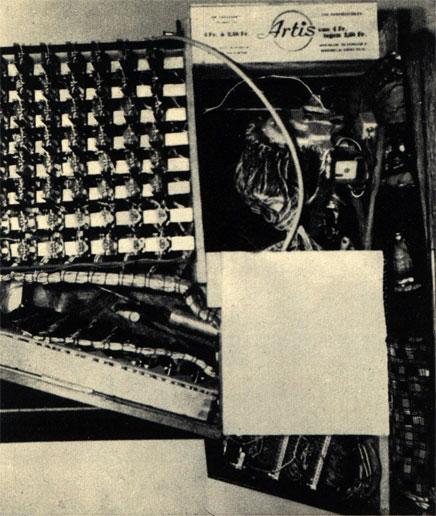 Внизу: вид сложной конструкции аппарата с сетью тысяч электрических проводов