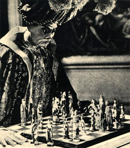 Механический шахматист 'турок' в звуковом варианте фильма 'Игрок в шахматы', поставленного в 1938 году французским постановщиком Жаном Древилльем