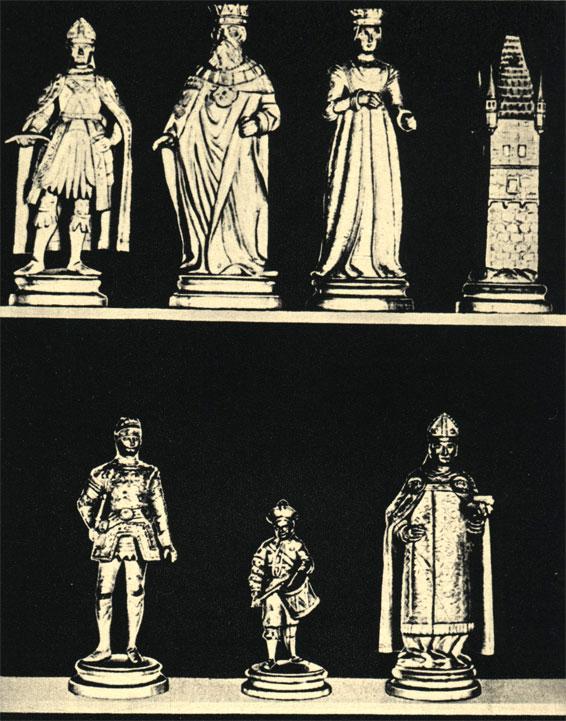 Выточенные из дерева шахматные фигуры австрийской работы, изображающие конкретные историчекие фигуры. Комплект из собрания А. Хаммонда