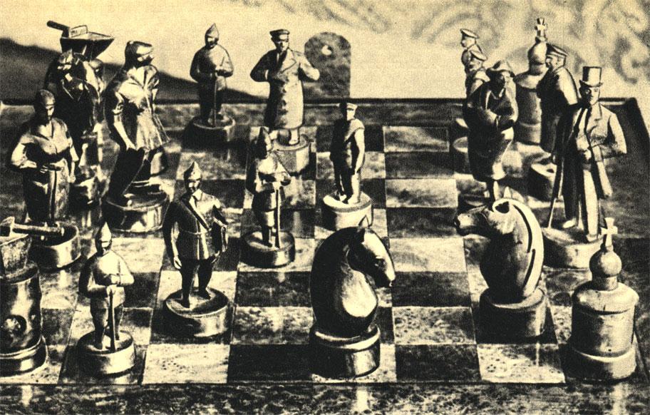 Комплект символических шахмат, сделанный советским скульптором двадцатых годов: Красные (революция) сражаются против Белых (буржуазия). Вместо шахматных королей выступают фигуры рабочего и капиталиста