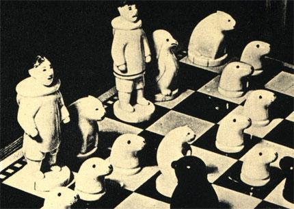 Эскимосские шахматы из моржовых клыков и черного камня