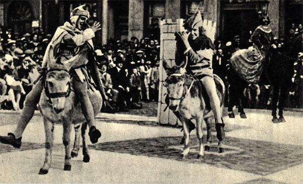 Два шута (слоны) на осликах ожидают приказа переменить квадрат. В глубине справа - черный король