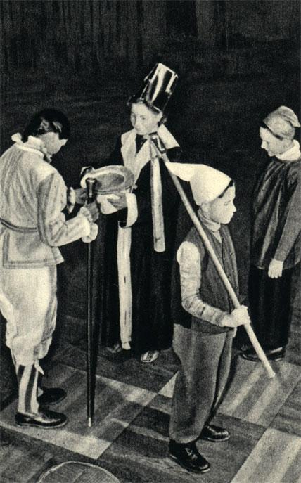 Штребек: черная ладья дает мат белому королю, который, будучи побежден, снимает шляпу