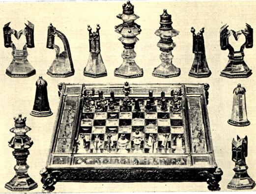 Великолепный комплект знаменитых шахмат из позолоченного серебра, горного хрусталя и топазов, якобы подаренный французскому королю Людовику IX Святому (1214-1270), который находится в настоящее время в парижском музее де Клюни. На самом же деле этот комплект более позднего происхождения (конца XIV - начала XV века) и был сделан в Бургундии по меньшей мере спустя 100 лет после смерти Людовика IX