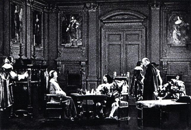 Кардинал Ришелье играет в шахматы с королем Людовиком XIII. Кадр из американского фильма 'Три мушкетера' по роману А. Дюма (1921 г.)