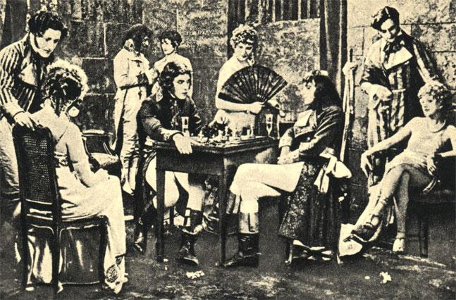 Молодой Бонапарт за шахматной доской. Кадр из французского фильма ' Наполеон' (1926 г.)