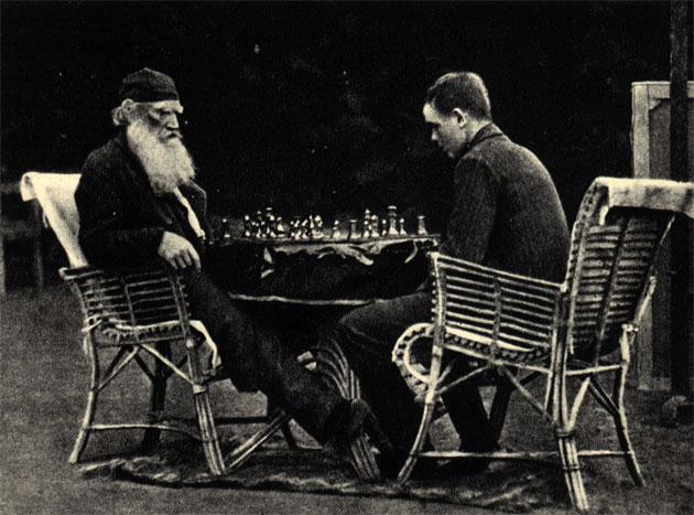 Ясная Поляна, 1907г. Лев Николаевич Толстой играет в шахматы с В. В. Черниковым